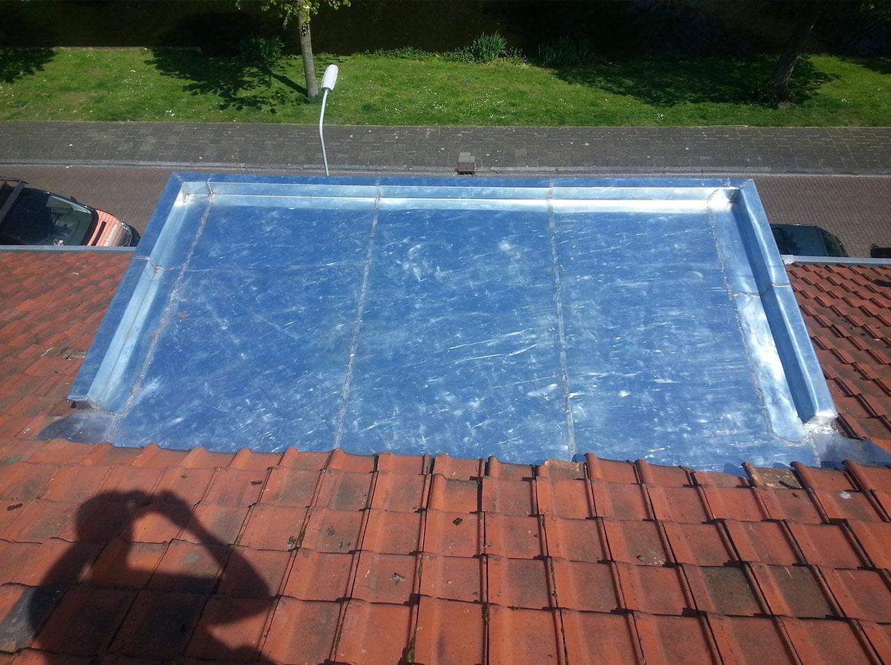 Zinken dak van een dakkapel vervangen uitgevoerd in titaan zink in Voorburg